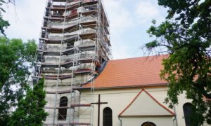 Kościół w Krzydłowicach się zmienia. Remont rwa