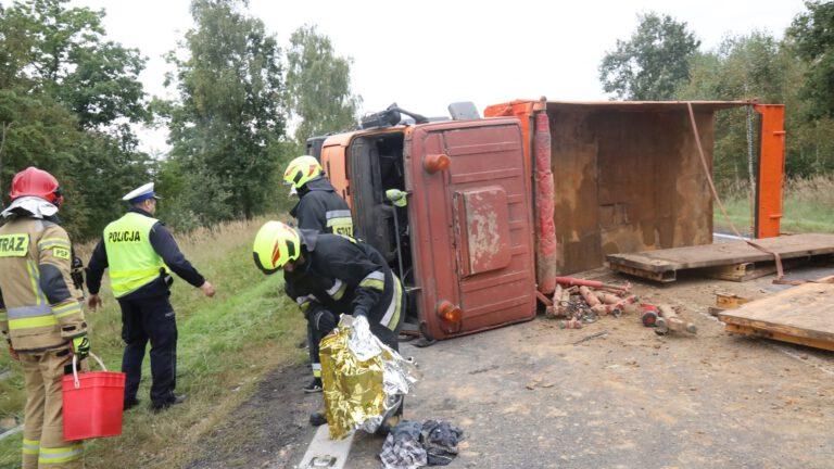 Poważny wypadek na trasie Lubin – Wrocław. Dwie osoby poszkodowane